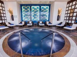 Le bain à remous de l'hôtel Hilton Abu Dhabi