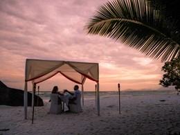 Dîner romantique au coucher du soleil