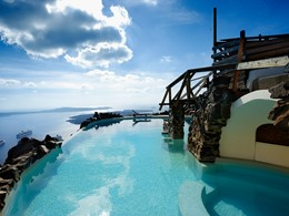 La superbe piscine du Honeymoon Petra Villas