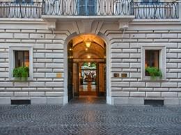 La façade de l'Hôtel de Russie situé à Rome