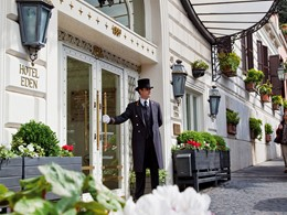 L'entrée de l'hôtel