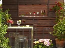 Sirotez un délicieux cocktail à l'ombre au Neri Hotel