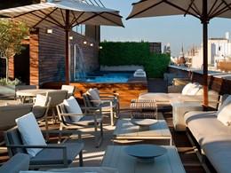 La piscine de l'hôtel OMM en Espagne