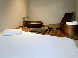 Massage thaïlandais au spa de l'hôtel 5 étoiles OMM