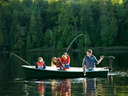 Pêche en famille à l'hôtel Sacacomie au Canada