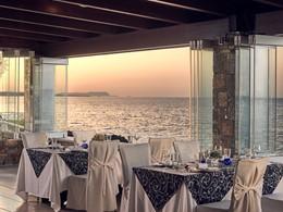 Cuisine méditerranéenne au restaurant Ayeri de l'Ikaros