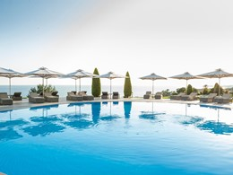 Profitez de la superbe piscine de l'hôtel Ikos Oceania