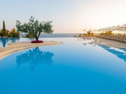 La piscine de l'Ikos Oceania situé au nord de la Grèce