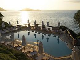 Autre vue de la piscine de l'hôtel Il Pelicano