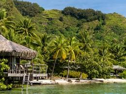 Vue des Beach Bungalows de l'Intercontinental, au style typiquement polynésien
