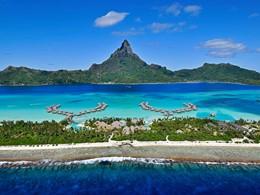 Vue de l'InterContinental Resort, l'un des plus beaux hôtels de Bora Bora