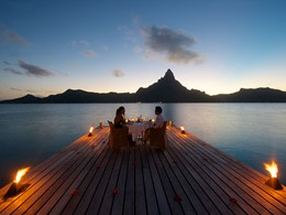 Dîner romantique à l'InterContinental Resort Bora Bora