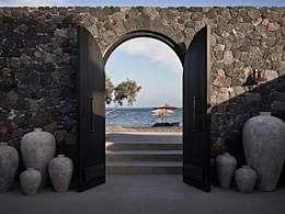 L'entrée de l'Ikos à Santorin