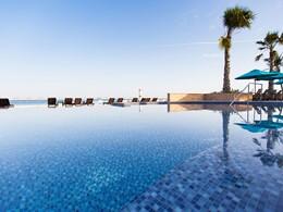 La piscine de l'hôtel Jebel Ali Golf Resort & Spa situé à Dubaï