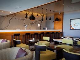 Le bar de l'hôtel Palm Tree Court situé à Dubaï