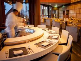 Restaurant White Orchid du Palm Tree Court