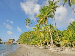 La plage de l'hôtel Jade Mountain situé aux Antilles