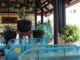 Sirotez des délicieuses boissons au Tropic Bar