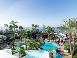 L'hôtel est niché au coeur d'un jardin exotique