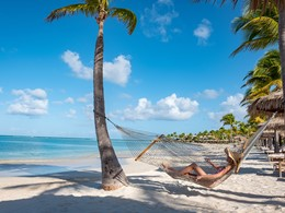 Détente sous le soleil des Caraïbes au Jumby Bay
