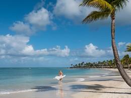 Profitez de la belle plage de l'hôtel Jumby Bay