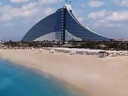 La plage du Jumeirah Beach Hotel à Dubaï