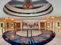 Le lobby de l'hôtel Jumeirah Beach à Dubaï