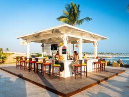 Rafraichissez-vous à l'Al Boom Pool Bar de l'hôtel Juweira