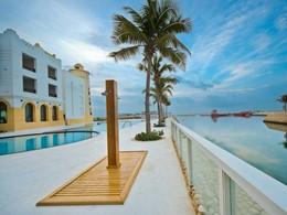 Profitez de la belle piscine du Juweira Boutique Hotel