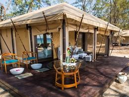 Vue d'une tente de l'hôtel Karma Reef, à Gili Meno