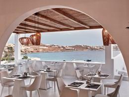 Des plats variés, dans le restaurant donnant sur la mer