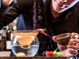 Sirotez des délicieux cocktails au bar du Katikies