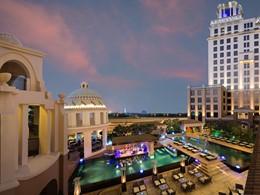 Vue de la piscine du Kempinski Mall Of The Emirates Hotel à Dubaï