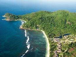 Vue aérienne du Kempinski Seychelles Resort