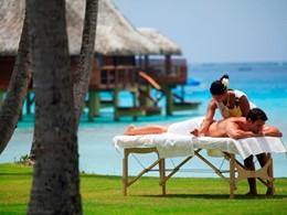 Massage en plein air à Kia Ora, en Polynésie