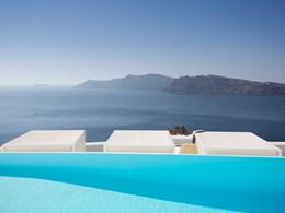 Piscine avec vue sur la mer Egée