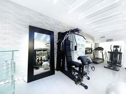 La salle de sport de l'hôtel Kivotos situé à Mykonos