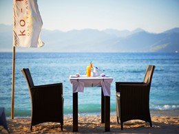 Prenez le petit déjeuner au bord de l'eau.