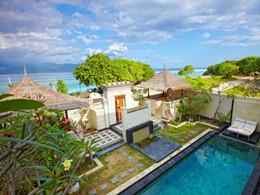 La  Villa Penyu et sa piscine vues de haut