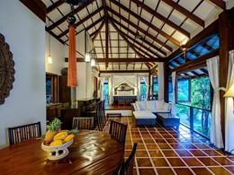 Les intérieurs sobres de la Two Bedroom Villa