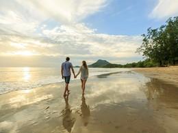 La plage de l'hôtel Koh Jum Beach Villas à Krabi