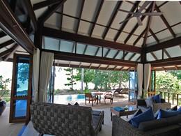 Le salon d'une villa du Koh Jum Beach Villas à Krabi
