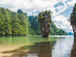 Le célèbre rocher de Jambes Bond Island