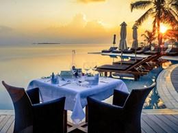 Dîner romantique en séjournant dans la Sangu Water Villa - Honeymoon Suite