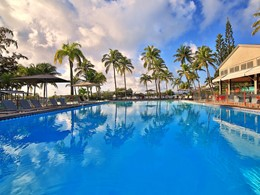 La piscine de l'hôtel La Créole Beach Resort aux Antilles