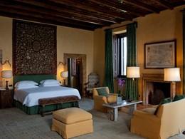 La Master Suite de l'hôtel La Posta Vecchia à Rome