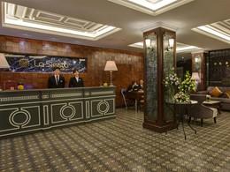 La reception de l'hôtel La Siesta au Vietnam