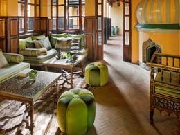 Détente dans le lounge de l'hôtel La Sultana