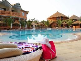 Vue de la piscine de l'hôtel Lamantin Beach au Senegal