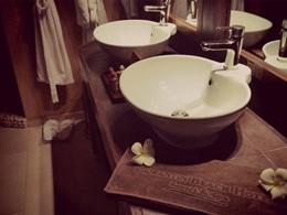 La salle de bain de la Chambre Standard du Lamantin Beach Hotel en Afrique